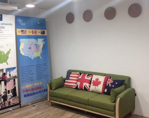 台中辦公室沙發區