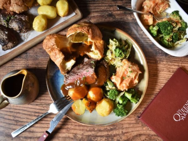 Queens-Arms-sunday-Roast-1200x800